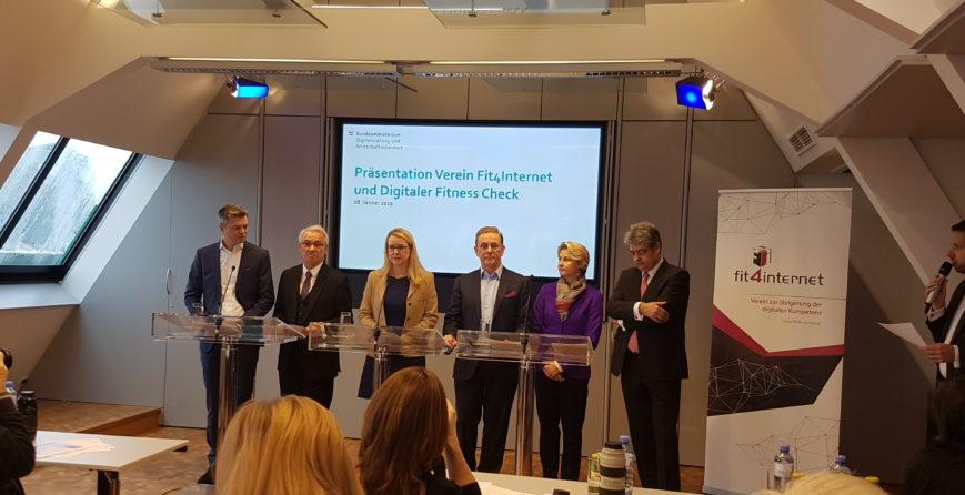initiative-fit4internet-von-margarete-schramboeck-gestartet-um-digitale-kompetenzen-in-oesterreich-zu-steigern